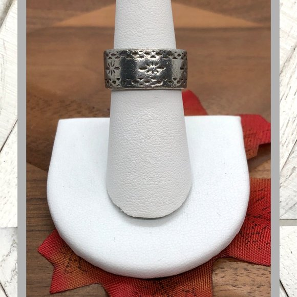 Vintage Jewelry - Vintage Etched Ring